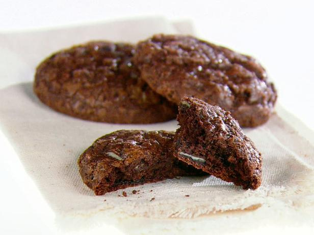 GH0404H_double-chocolate-and-mint-cookies_s4x3_lg (3)